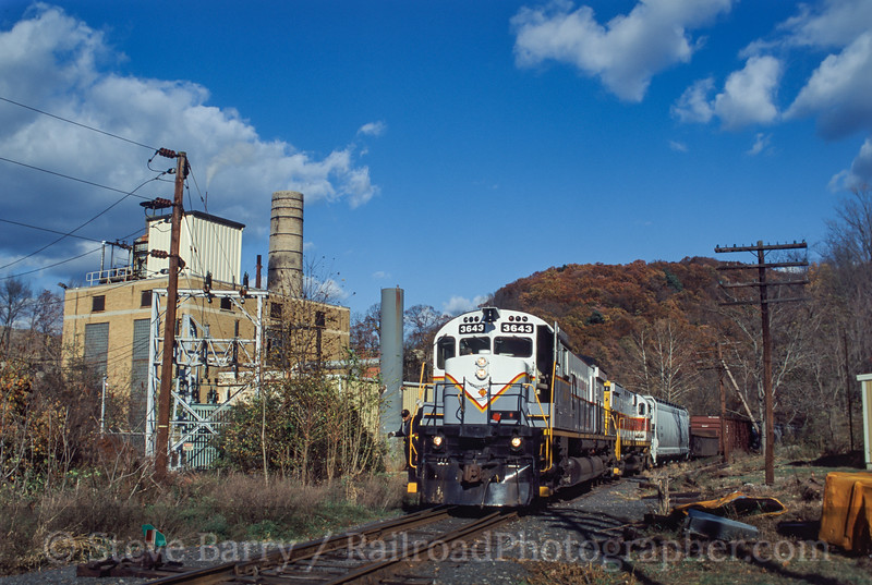 Photo 1198<br /> Delaware Lackawanna; Delaware Water Gap, Pennsylvania<br /> October 26, 2001