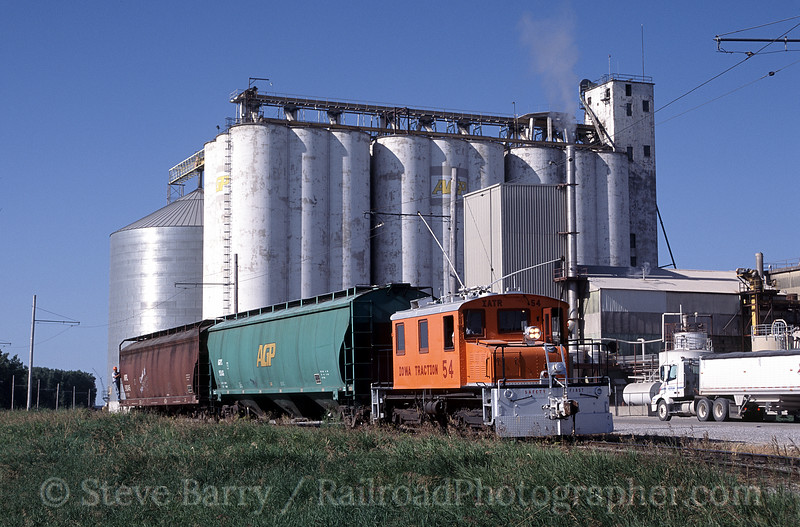 Photo 1053<br /> Iowa Traction; Mason City, Iowa<br /> July 2004