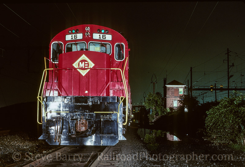 Photo 3509<br /> Morristown & Erie (on NJ Transit); Hudson Tower, Harrison, New Jersey<br /> August 1988