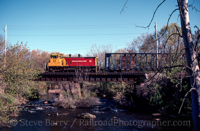Photo 2438<br /> Morristown &amp; Erie; Lake Junction, Wharton, New Jersey<br /> April 21, 1998