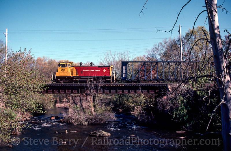 Photo 2438 Morristown & Erie; Lake Junction, Wharton, New Jersey April 21, 1998