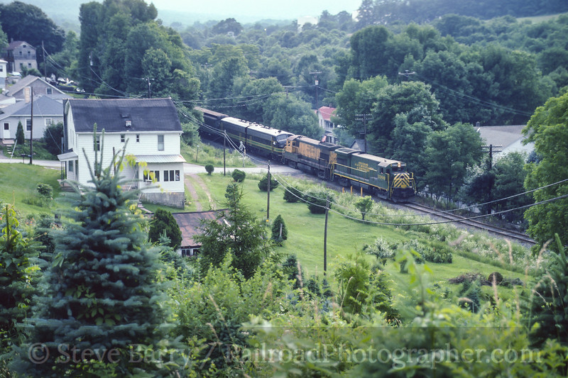 Photo 4137<br /> Reading, Blue Mountain & Northern; Barnesville, Pennsylvania<br /> June 1995