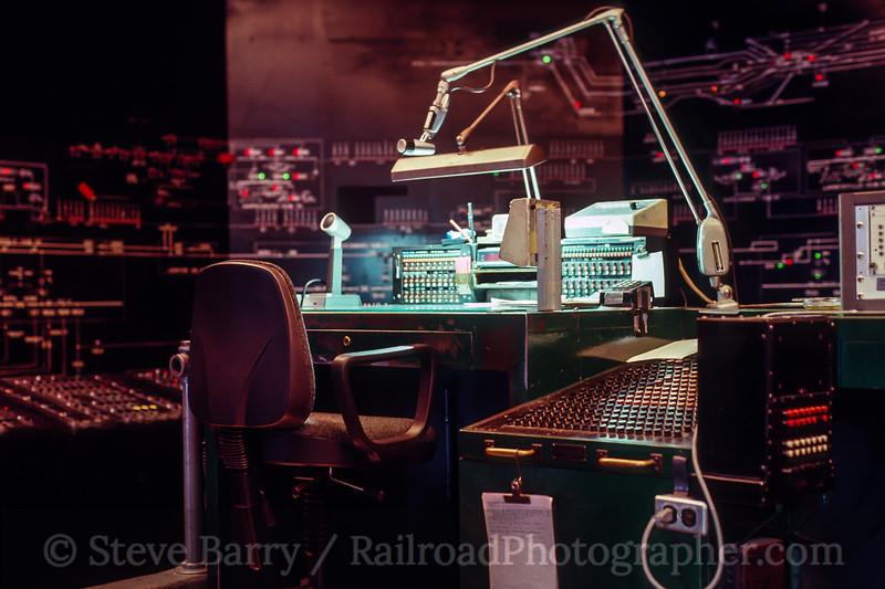Photo 5160<br /> Amtrak<br /> Harrisburg, Pennsylvania<br /> October 1991