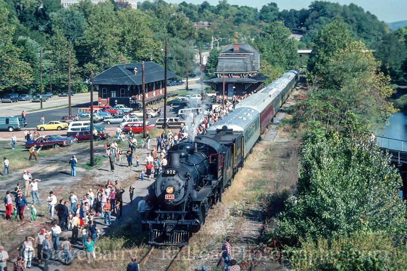 Photo 4468<br /> Rail Tours<br /> Bethlehem, Pennsylvania<br /> October 1983