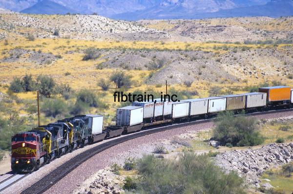 BNSF2001040103 - BNSF, Topock, AZ, 4-2001