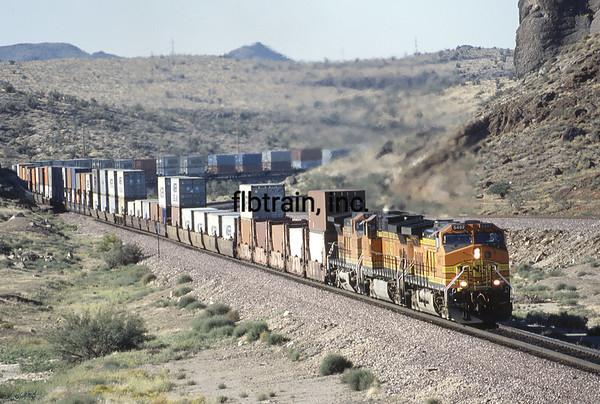 BNSF2003100440 - BNSF, Kingman, AZ, 10/2003