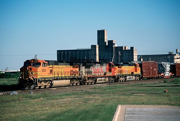 BNSF2012040221 - BNSF, Saginaw, TX, 4/2012