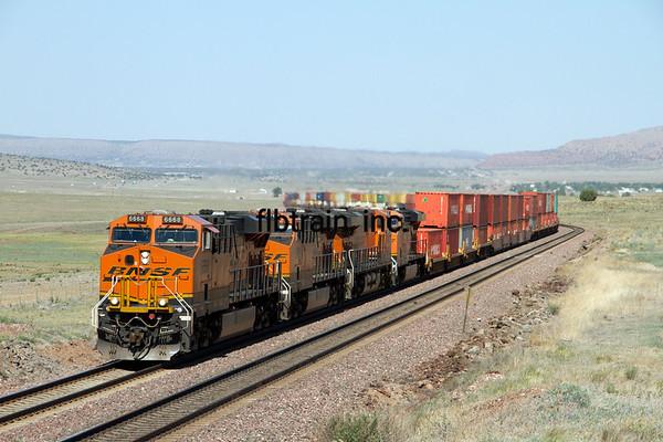 BNSF2012051257 - BNSF, Seligman, AZ, 5/2012