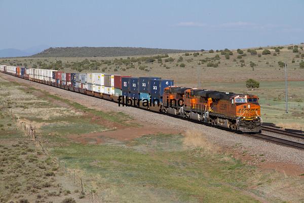 BNSF2012051442 - BNSF, Crookton Overpass, AZ, 5/2012