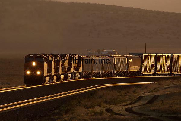 BNSF2012051352 - BNSF, Seligman, AZ, 5/2012