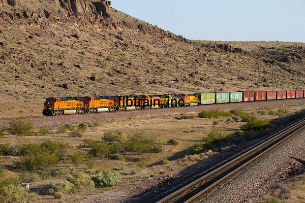 BNSF2012050445 - BNSF, Kingman, AZ, 5/2012