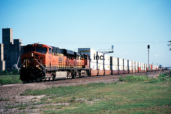 BNSF2012040176 - BNSF, Saginaw, TX, 4/2012