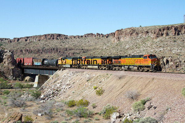 BNSF2012050775 - BNSF, Kingman, AZ, 5/2012
