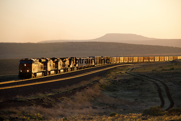 BNSF2012051366 - BNSF, Seligman, AZ, 5/2012