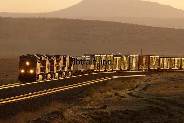 BNSF2012051358 - BNSF, Seligman, AZ, 5/2012