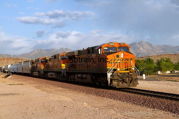 BNSF2012050844 - BNSF, Kingman, AZ, 5/2012