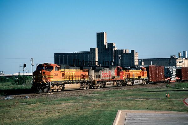 BNSF2012040220 - BNSF, Saginaw, TX, 4/2012