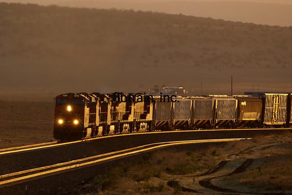 BNSF2012051349 - BNSF, Seligman, AZ, 5/2012