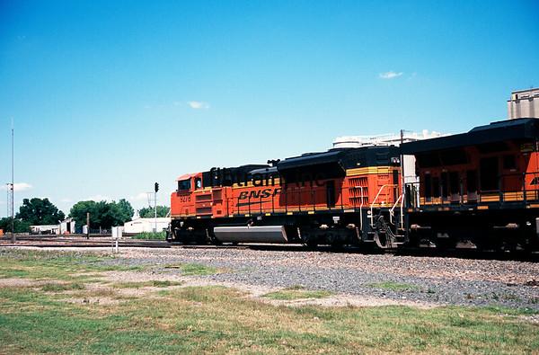 BNSF2012040110 - BNSF, Saginaw, TX, 4/2012