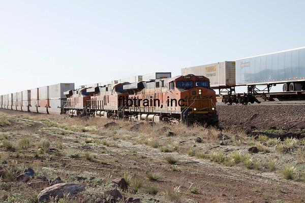 BNSF2012051156 - BNSF, Seligman, AZ, 5/2012
