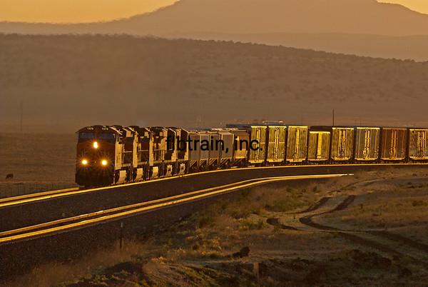 BNSF2012051354 - BNSF, Seligman, AZ, 5/2012