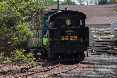 NR-2s east power shoves 3025 up the East Leg of the Old Saybrook wye