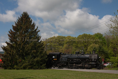 Valley Railroad No 3025 heads down the west leg of the Old Saybrook wye
