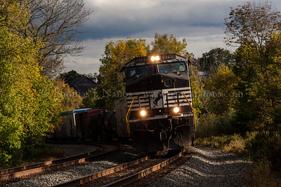 Norfolk Southern train 33K rolls down the main in Flemington, NJ
