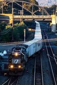 Norfolk Southern train 262 pulls into Bethlehem, PA with the eastbound Roadrailer train.
