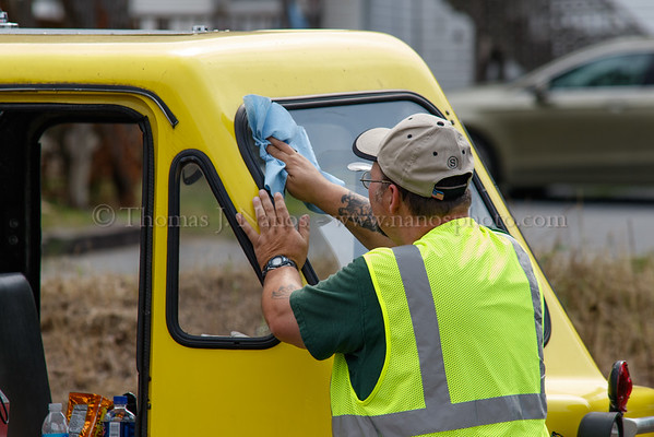 Cleaning the windshield at the bathroom stop in Putnam, Conn.