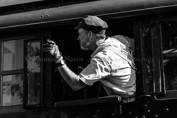 475s engineer signals his fireman as he prepares to shove back