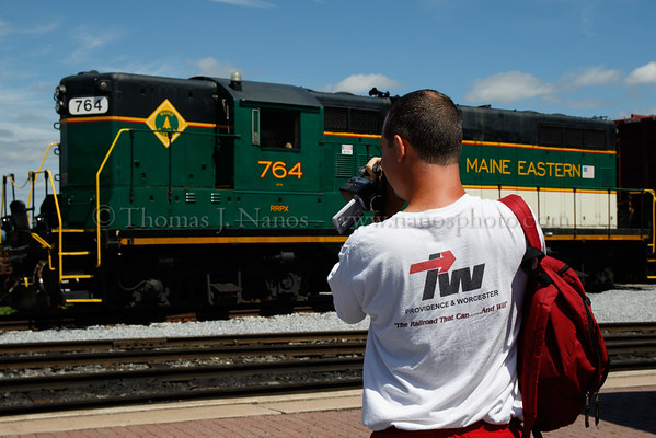 A fan with a Providence & Worcester t-shirt (and a classic one at that) photographes the Maine Eastern GP9