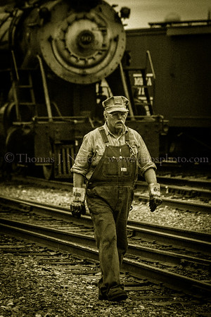 475s fireman walks back to his locomotive, with 90 in the background sitting quietly