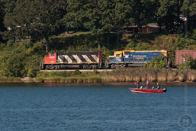 NECR southbound along the Thames River in Uncasville, CT