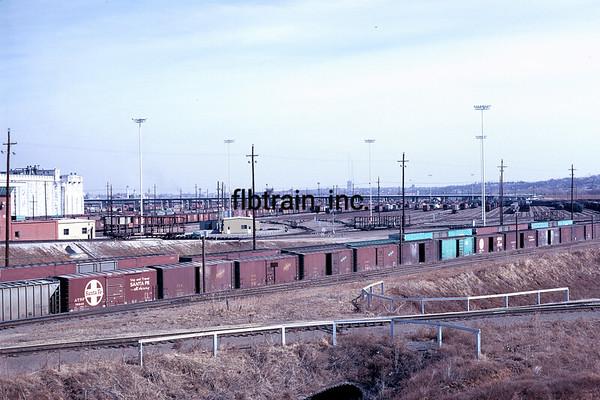 SF1971046851 - Santa Fe, Argentine Yard, KS, 4/1971