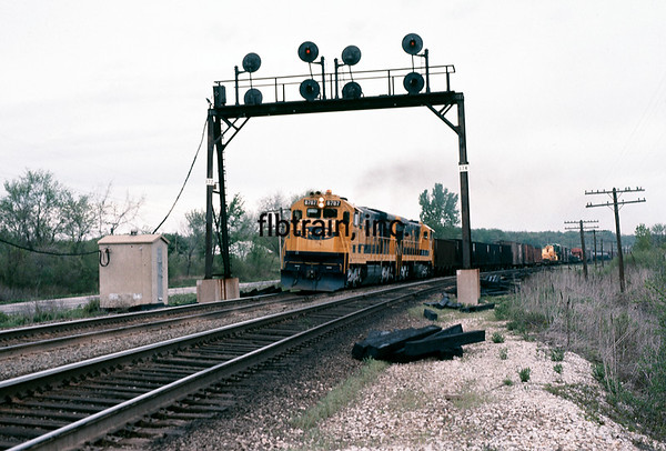 SF1975047777 - Santa Fe, Holliday, KS, 4/1975