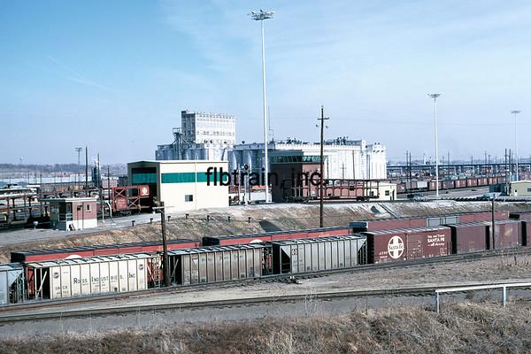 SF1971046850 - Santa Fe, Argentine Yard, KS, 4/1971