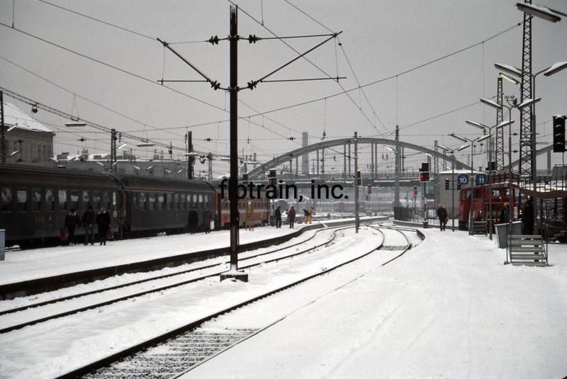 AUS1985120001 - Austrain Railways, Vienna, Austira, 12-1985