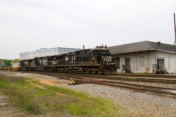 NS2016040217 - Norfolk Southern, Cleveland, TN, 4/2016