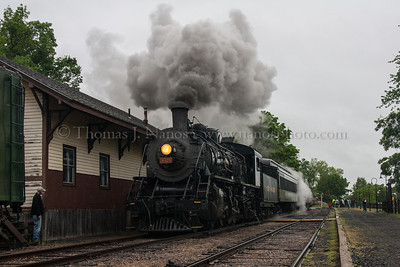 3025 passing by the Deep River station