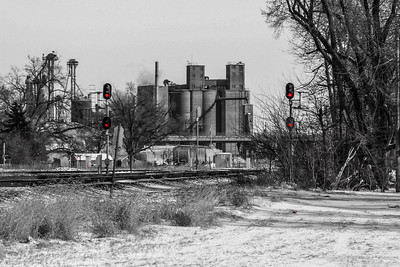 Red signals protect the BNSF-UP crossing in Fremont, NE.