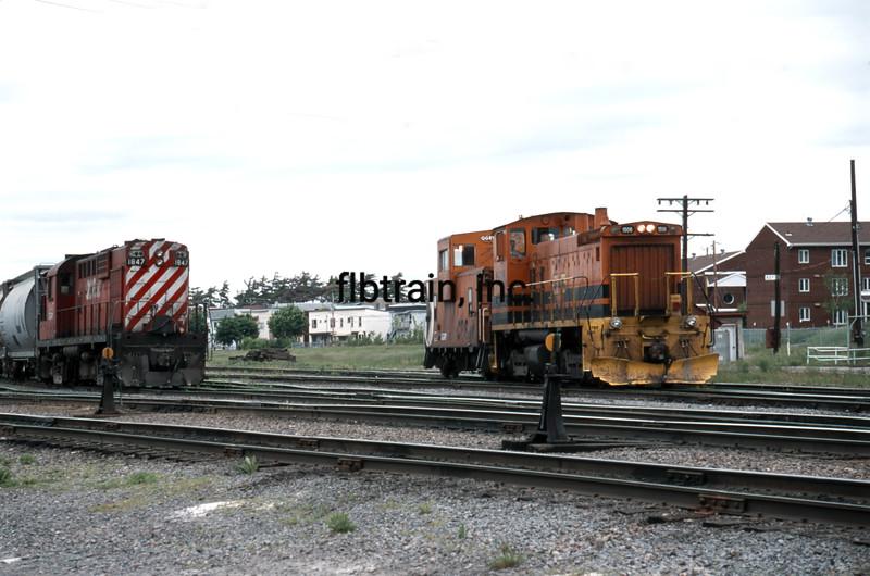 QGRY2000060012 - Quebec Gatineau Railway, Trois Rivere, Quebec, Canada, 6-2000