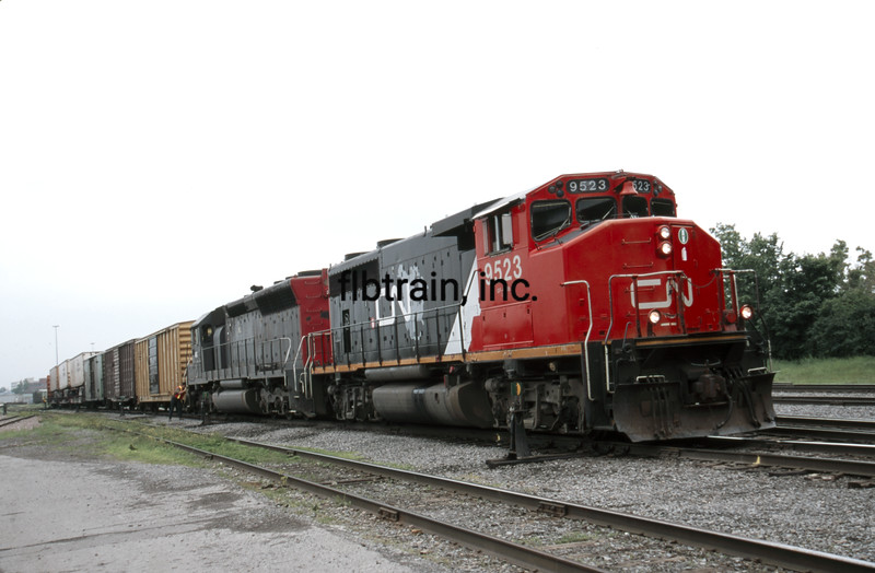 QGRY2000060031 - Quebec Gatineau Railway, Outremont, Canada, 6-2000