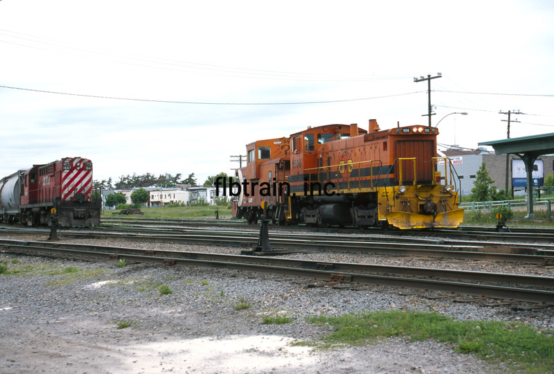 QGRY2000060015 - Quebec Gatineau Railway, Trois Rivere, Quebec, Canada, 6-2000