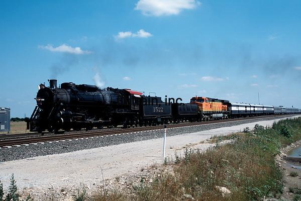 BNSF2001055137 - BNSF, Saginaw, TX, 5/2001