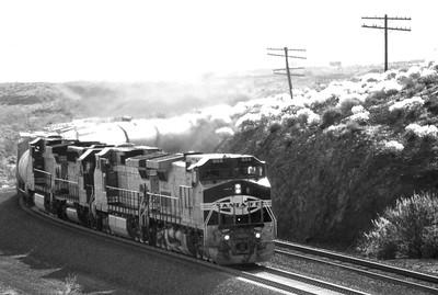 BNSF2001040198 - BNSF, Ibis, CA, 4-2001