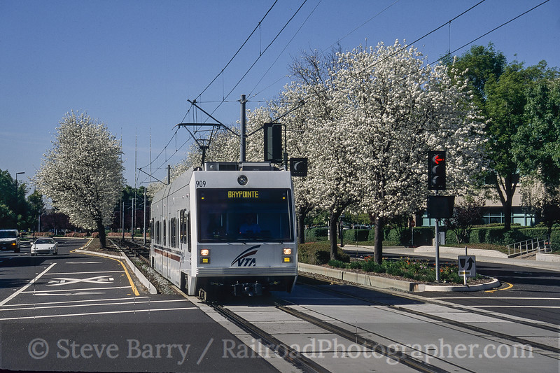 Photo 4200<br /> Valley Transportation Authority; Champion, San Jose, California<br /> March 2005