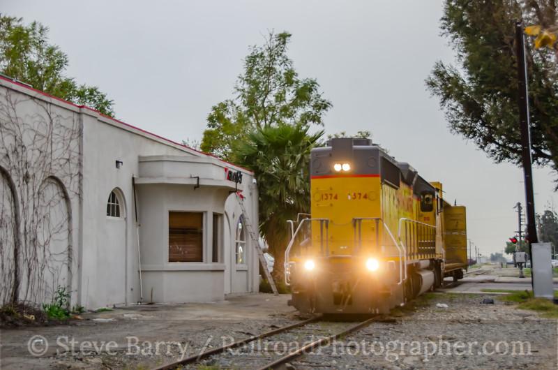 Photo 3325<br /> Union Pacific; Rialto, California<br /> March 11, 2015