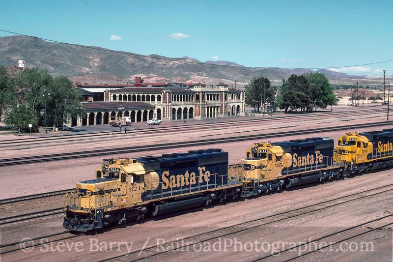 Photo 3017 Atchison, Topeka & Santa Fe; Barstow, California May 1991
