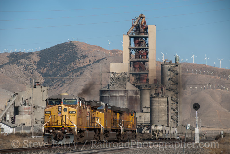 Photo 2326<br /> Union Pacific; Monolith, California<br /> March 12, 2012
